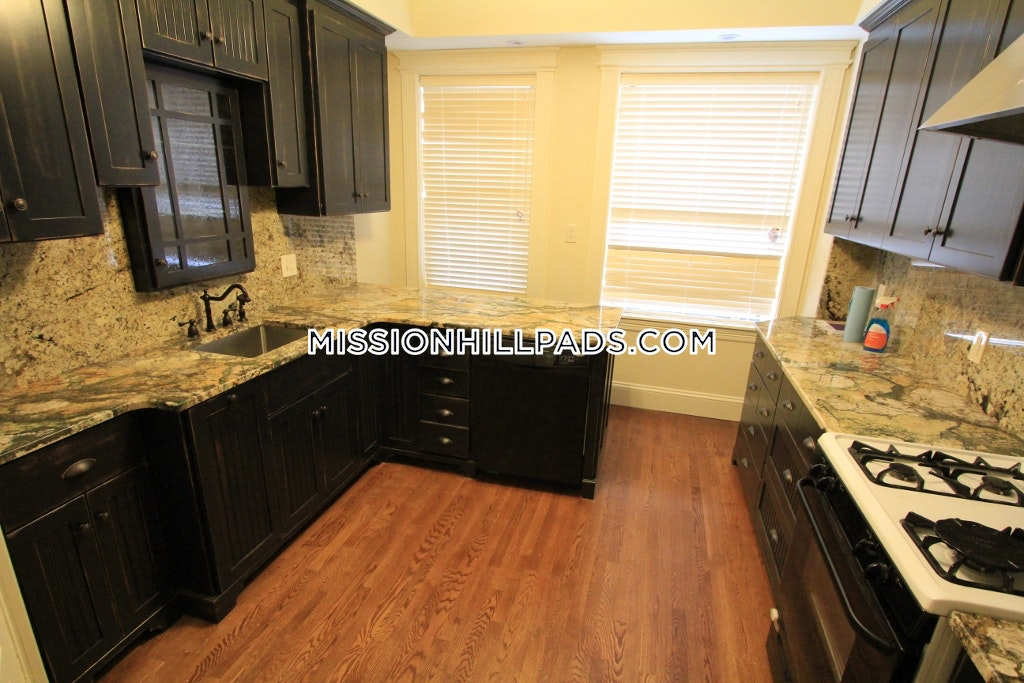 1 Bed 1 Bath - Boston - Mission Hill $2,500