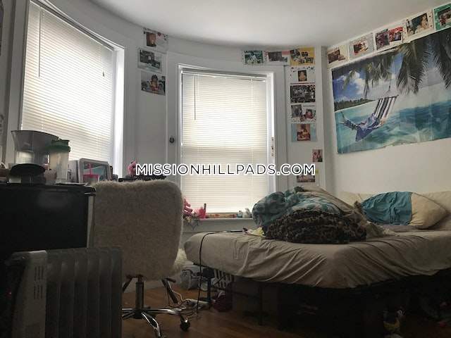 6 Beds 3 Baths - Boston - Mission Hill $4,800